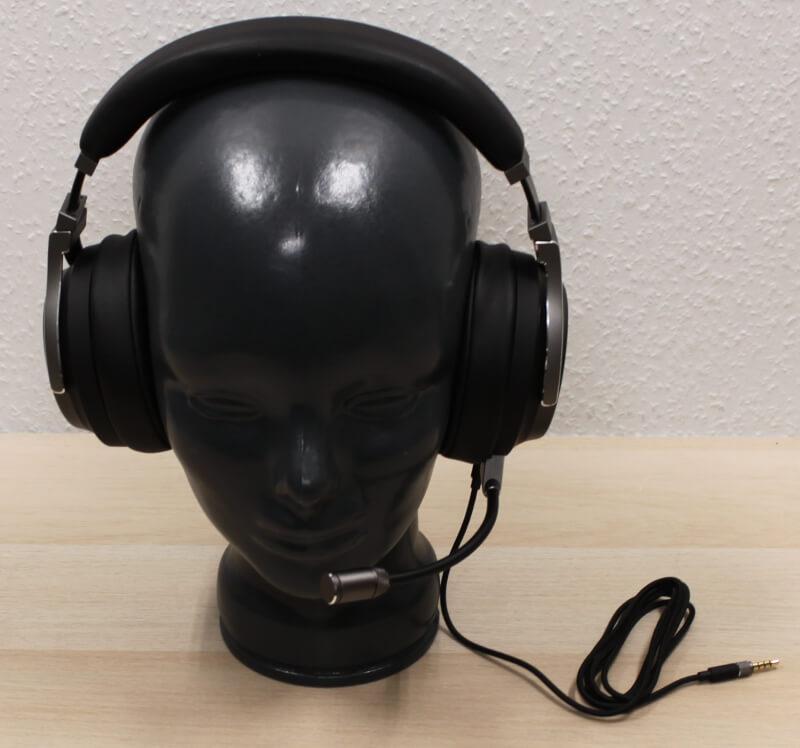 22_på_hoved_kablet_corsair_virtuoso_headset_surround_hi-res.JPG