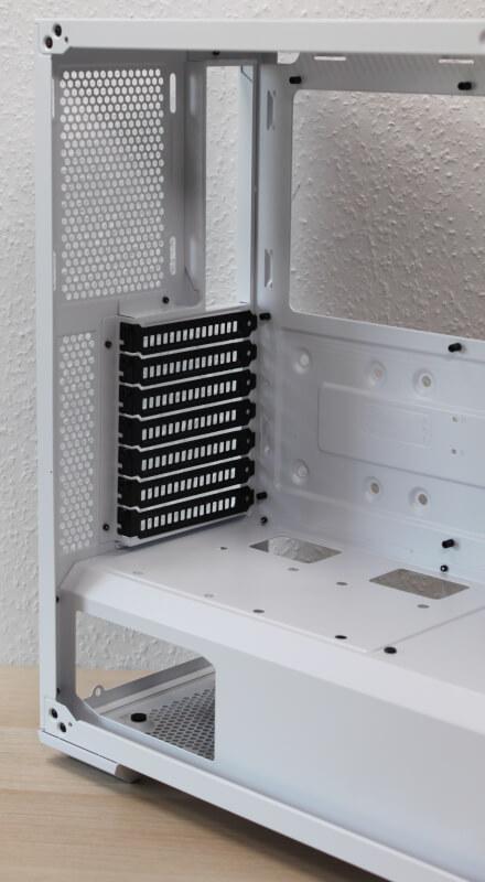 14_indvendigt_design_bagenden_td500_mesh_ventilation_ingen_blæser_cooler_master.JPG