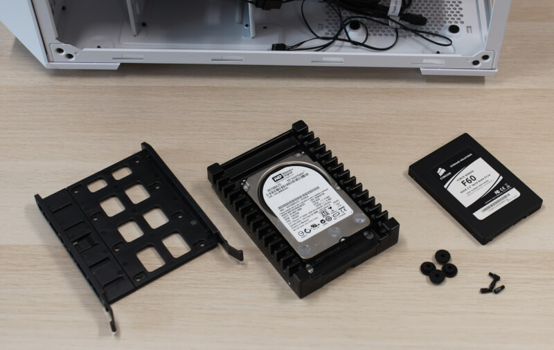 17_hardware_montering_harddiske_td500_mesh_kabinet_miditower_cooler_master.JPG