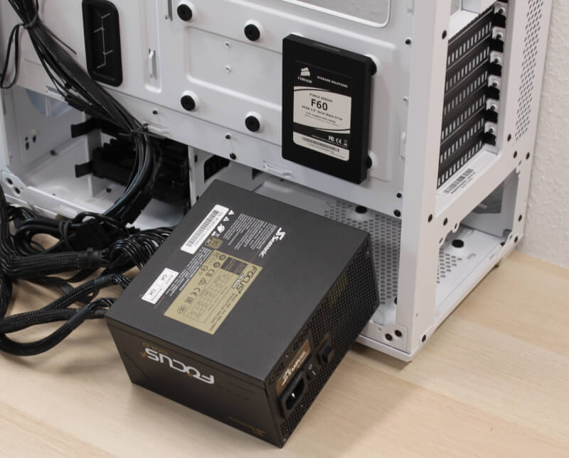 18_montering_strømforsyning_cooler_master_kabinet_rgb_PSU_cover_gaming_td500.JPG