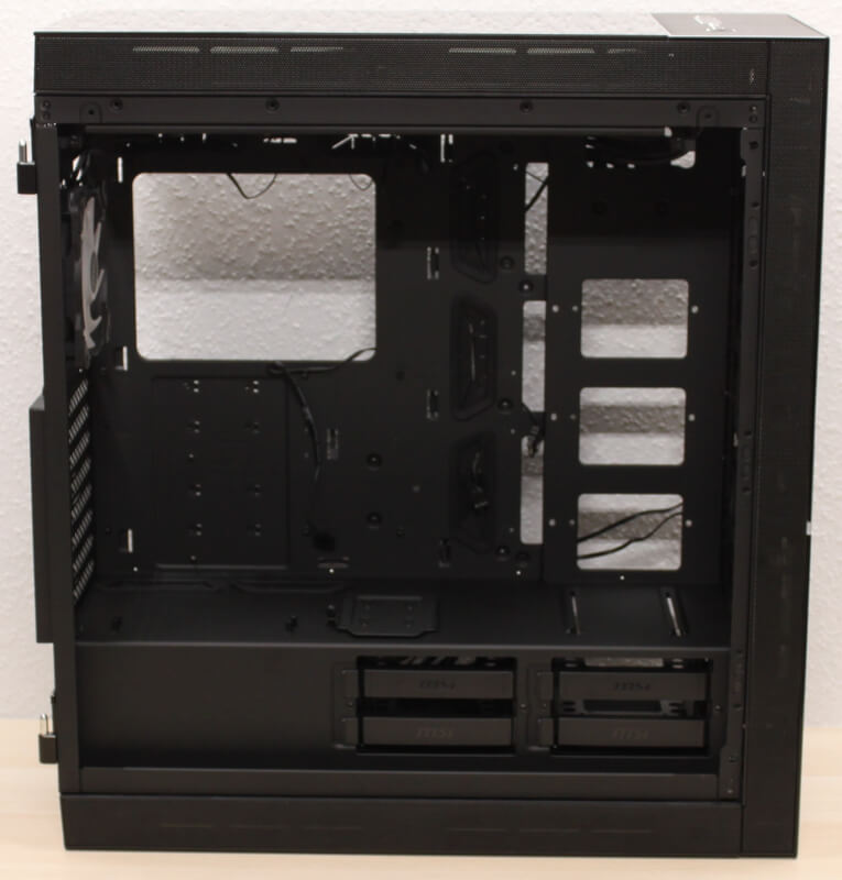 åbent_layout_msi_kabinet_mpg_500x_harddisk_pladser.JPG