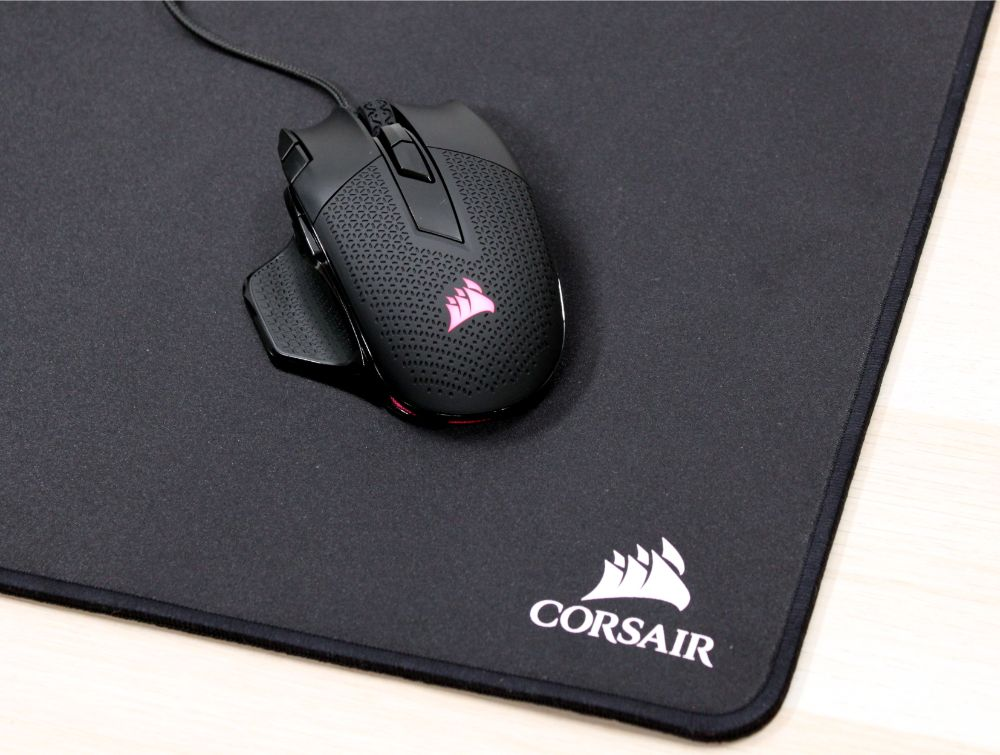 26_Corsair_Nightsword_RGB_gamermus_måtte_mus_bag.jpg