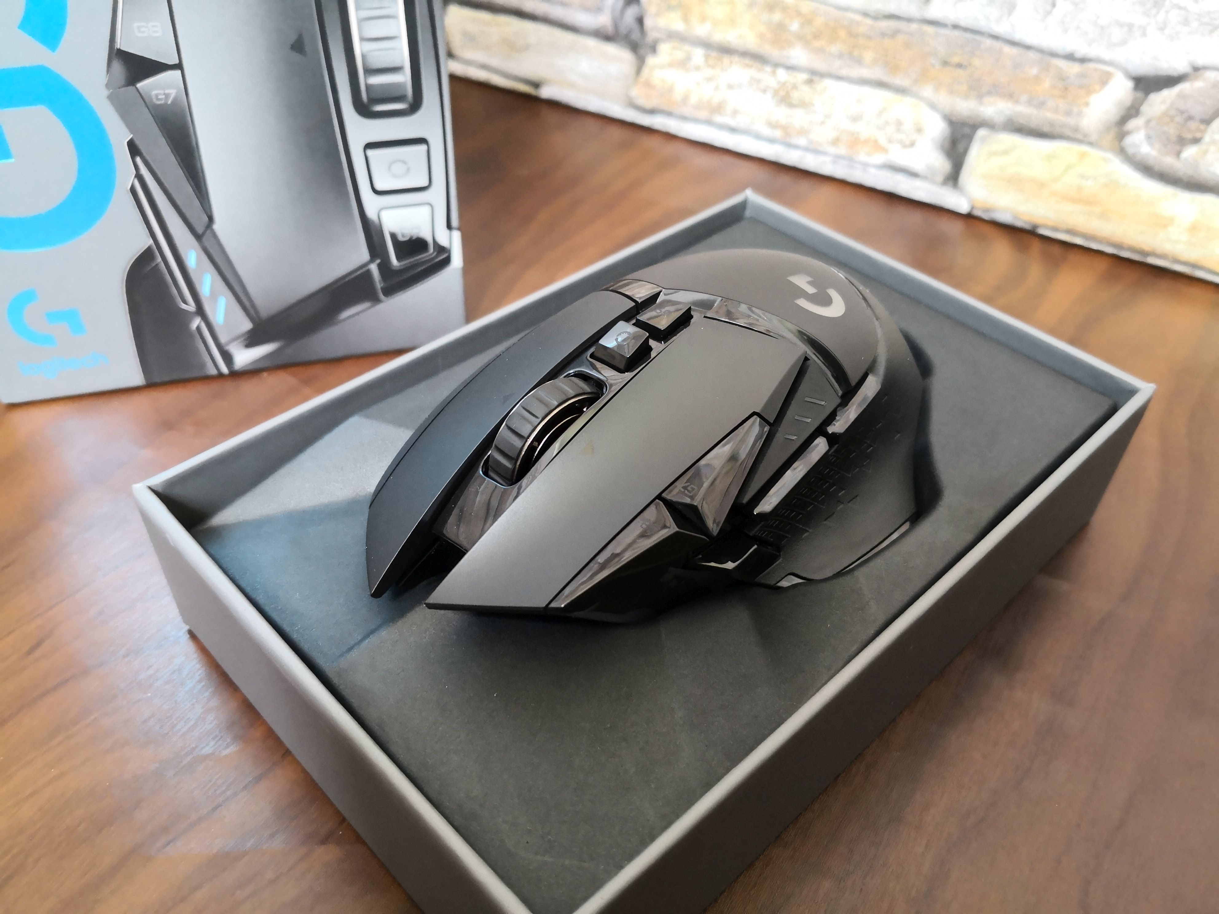 9_logitech_g502_lightspeed_mouse_in_box.jpg