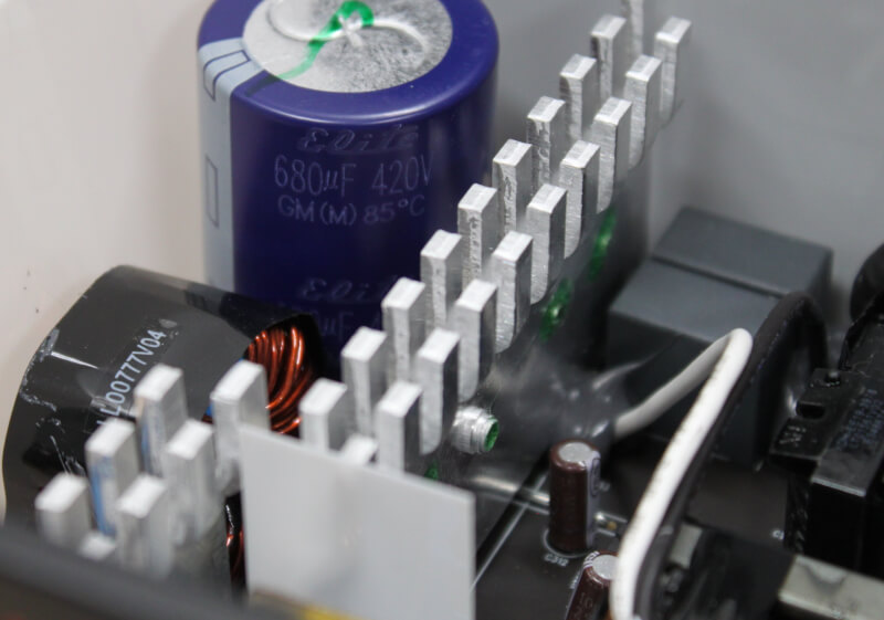 22_680_uf_kondensator_monteret_single_rail_opsætning.JPG