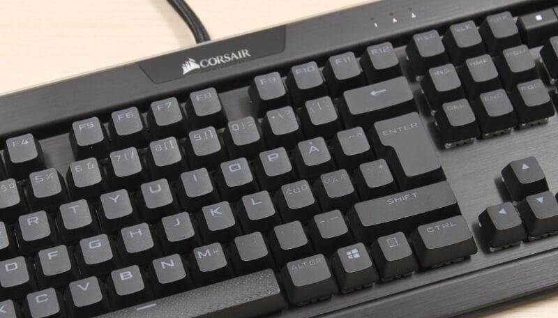 14_rgb_lys_corsair_logo_pbt_knapper_aluminium_konstruktion_gaming_rgb_tastatur.JPG