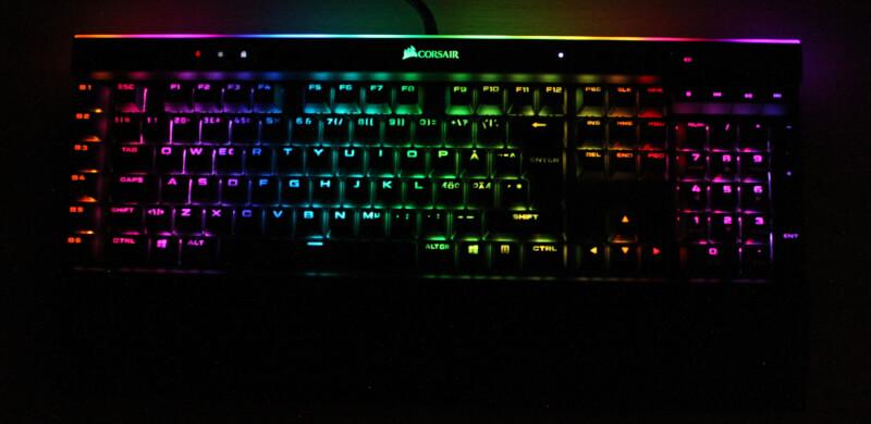 34_RGB_lys_mørke_corsair_gaming_elgato_k95_RGB_platinum_XT_pbt_knapper.JPG