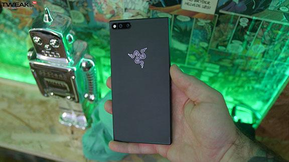 razer_phone_back_logo_green_tweak_dk