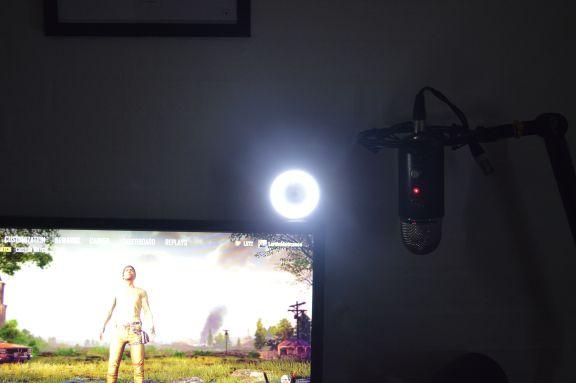 mounted_2_razer_kiyo_streaming_camera_twitch_youtube_tweak_dk