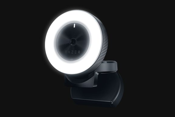 with_lights_on_razer_kiyo_streaming_camera_twitch_youtube_tweak_dk