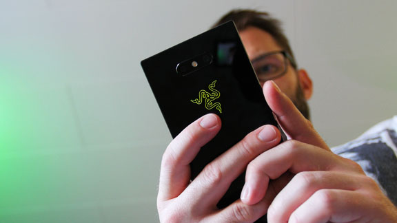 razer_phone_2_rgb_logo_tweak_dk