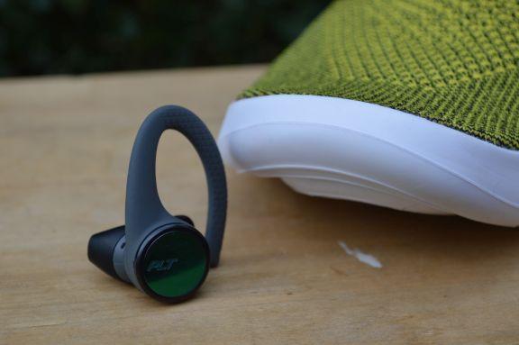 plt_backbeat_fit_3100_wireless_earbuds_tweak_dk