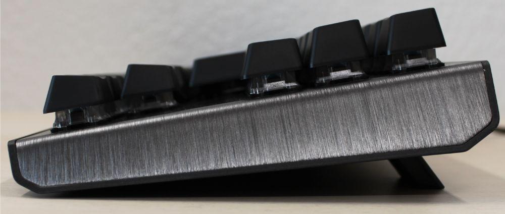 16_Cooler_Master_CK530_mekanisk_tenkeyless_tastatur_side_oppe