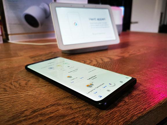 google_nest_hub_smartphone
