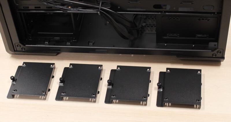 19_fire_SSD_beslag_monteret_bag_bundkortet_cooler_master_NR600P_workstation_kabinet.JPG