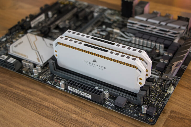 Dominator C18 RGB Corsair 16GB RAM DDR4 heatsink Platinum 3600 MHz
