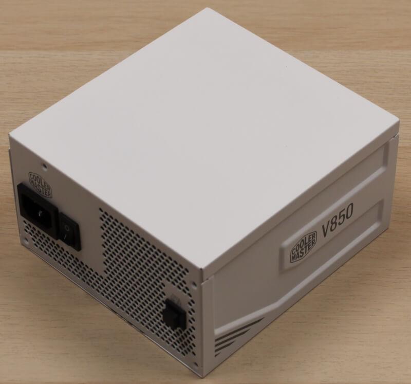 12_hvidt_design_sort_gaming_cooler_master_modulær_strømforsyning.JPG