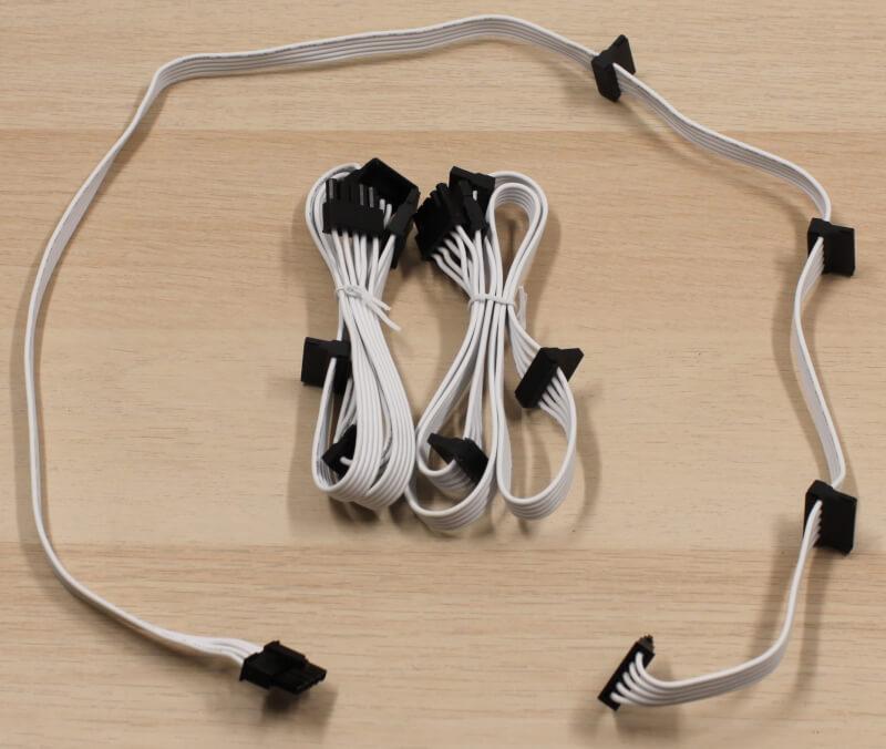 9_sata_kabler_inkluderede_hvide_modulære_cooler_master_psu_strømforsyning.JPG