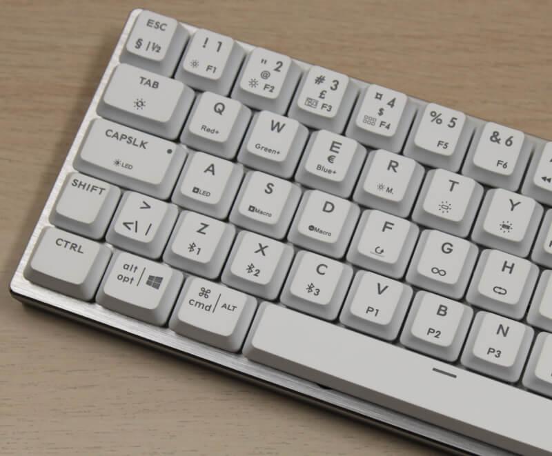 13_fuld_rgb_macro_kontrol_Selv_uden_software_cooler_master_tastatur_sk622.JPG