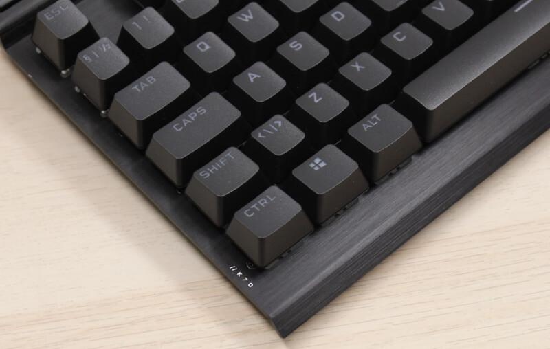 12_små_detaljer_k70_tekst_venstre_side_corsair_rgb_keyboard_Tastatur_gaming.JPG