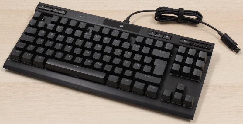 18_kabel_monteret_klar_til_brug_corsair_k70_rgb_tkl_mekanisk_gamer_tastatur.JPG